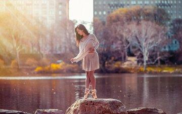 деревья, река, природа, камни, девушка, поза, ножки, лицо, длинные волосы, балерина, пуанты