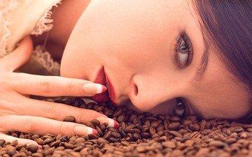 девушка, портрет, взгляд, кофе, модель, губы, лицо, макияж, помада, кофейные зерна, маникюр