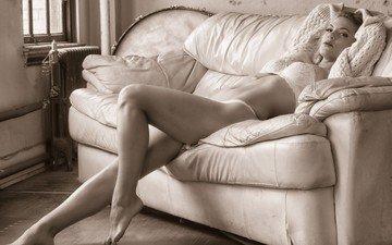 девушка, поза, взгляд, модель, ножки, лицо, диван, белье