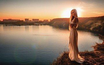 вода, река, берег, закат, платье, блондинка, модель, длинные волосы, солнечный свет, георгий чернядьев, голые плечи, елена давыдова