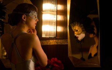 девушка, маска, взгляд, зеркало, волосы, лицо, актриса, дакота джонсон, на пятьдесят оттенков темнее, анастейша стил, фильм ‧