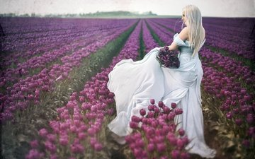 девушка, тюльпаны