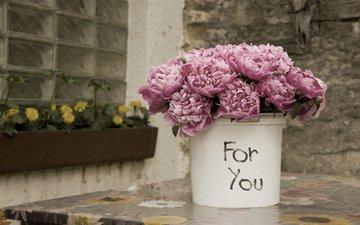 цветы, лепестки, букет, ведро, пионы
