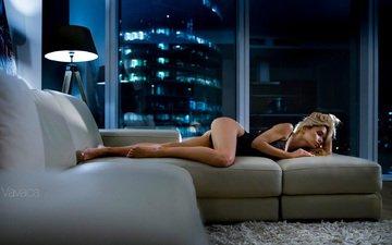 девушка, блондинка, лампа, попа, модель, ноги, диван, тело, боди, черное белье, владимир николаев, екатерина зуева
