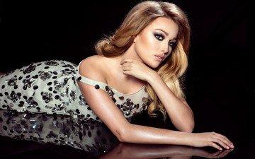 девушка, отражение, платье, блондинка, лежит, модель, макияж, прическа, эро