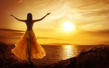 небо, вечер, солнце, берег, закат, девушка, море, поза, горизонт, юбка, модель, спиной, длинные волосы