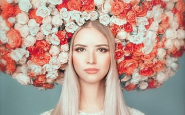 blonde, the flowers on the head