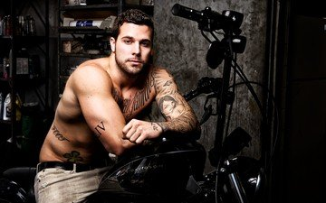 взгляд, татуировки, лицо, мужчина, мотоцикл, байк, harley davidson, харлей, девидсон, харли дэвидсон