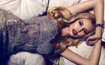 blonde, bed