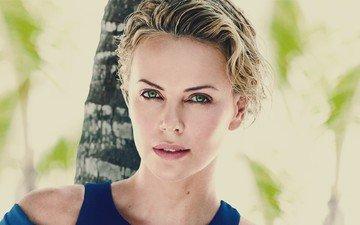 девушка, блондинка, портрет, взгляд, модель, лицо, актриса, зеленые глаза, шарлиз терон, розовая помада