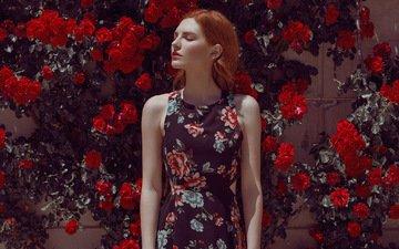 цветы, девушка, фон, взгляд, лицо, макияж, красная помада, рыжеволосая, закрытые глаза