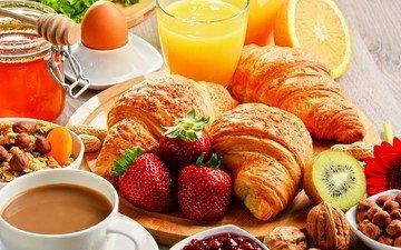 орехи, клубника, кофе, апельсин, киви, завтрак, стакан, мед, натюрморт, яйцо, круассан, сок