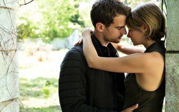girl, guy, relationship, pair, movie, tenderness, hugs, passengers, four, shailene woodley, tris, theo james