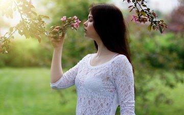 цветение, девушка, поза, ветки, взгляд, профиль, весна, волосы, лицо, кружево, виктория соколова