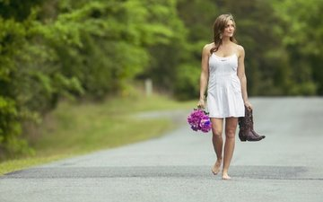 цветы, девушка, прогулка, сапоги, шатенка