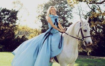 лошадь, девушка, платье, блондинка, улыбка, знаменитость