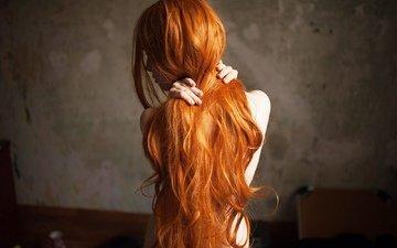 рыжая, модель, позирует, длинные рыжие волосы