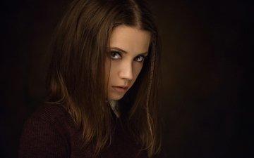 девушка, портрет, взгляд, модель, черный фон, лицо, позирует, длинные волосы, ксения кокорева, максим максимов
