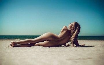солнце, девушка, поза, песок, пляж, попа, тату, голая, блонд