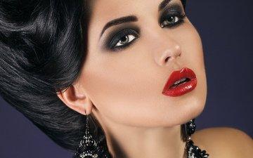 брюнетка, взгляд, макияж, красная помада на губах
