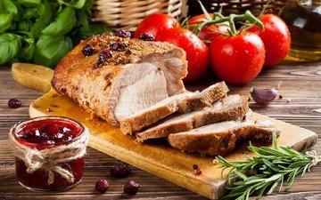 мясо, помидоры, соус, розмарин, базилик, буженина