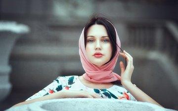 девушка, портрет, брюнетка, взгляд, модель, лицо, руки, голубые глаза, платок, andrey voronin, андрей воронин