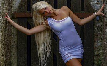 украшения, девушка, платье, блондинка, забор, кольца, макияж, плечо, браслеты, маникюр