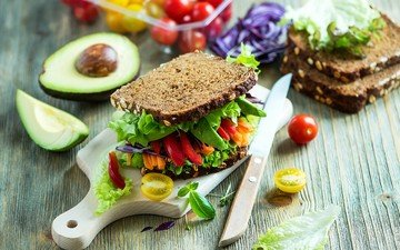 greens, sandwich, bread, tomatoes, pepper, avocado