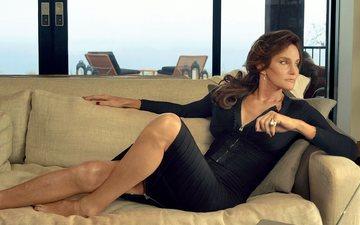 платье, ноги, волосы, диван, телеведущая, caitlyn jenner, кейтлин дженнер