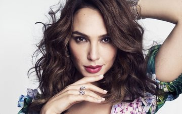decoration, background, dress, portrait, look, actress, makeup, hairstyle, gal gadot