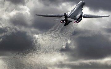 небо, самолет, военный, огонь, скорость, сша, взлёт, бомбардировщик, rockwell b-1 lancer, воздушные силы, двигателя, хмурые тучи