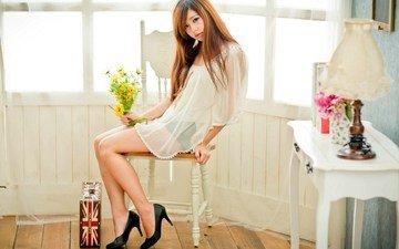 цветы, девушка, модель, комната, каблуки, азиатка, шатенка, длинные волосы, сидя
