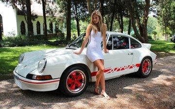девушка, поза, взгляд, ножки, волосы, лицо, автомобиль, белое платье, порше, porsche 911