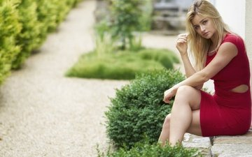 девушка, платье, взгляд, сидит