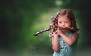 фон, взгляд, девочка, игрушка, дракончик