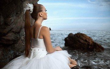 море, сидит, балерина