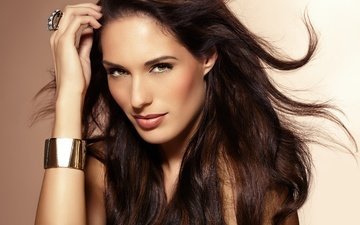 рука, девушка, портрет, взгляд, модель, кольцо, волосы, лицо, браслет, макияж, помада, длинные волосы