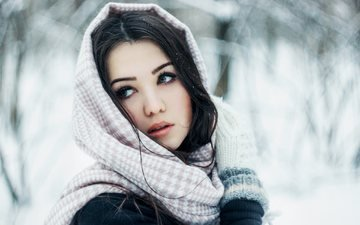 зима, девушка, портрет, брюнетка, взгляд, модель, лицо, макияж, платок, варежки
