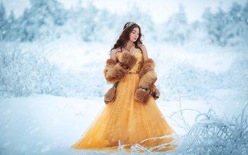 снег, украшения, девушка, платье, брюнетка, модель, корона, мех, принцесса, шуба