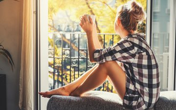 девушка, поза, ножки, окно, рубашка