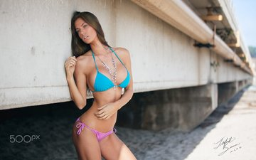 девушка, мост, взгляд, грудь, бусы, купальник, шатенка, janna