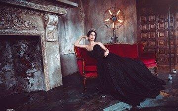 девушка, брюнетка, модель, комната, черное платье, алла бергер, диаван