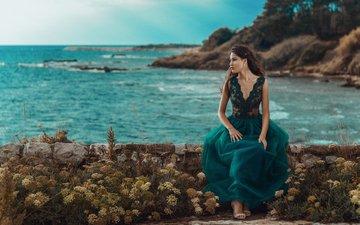 цветы, девушка, море, платье, брюнетка, взгляд, побережье