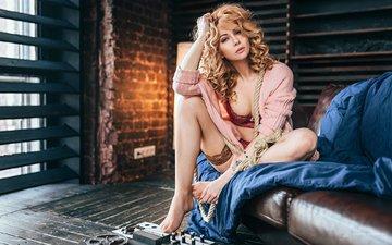 девушка, блондинка, модель, чулки, позирует, в белье, сидя