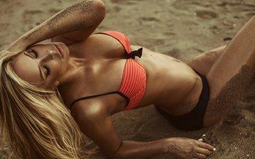 девушка, блондинка, песок, пляж, модель, бикини, закрытые глаза, джейсон харынук