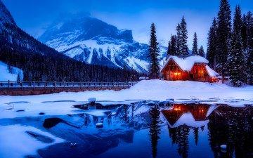 свет, ночь, озеро, горы, природа, лес, зима, домик