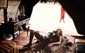 девушка, поза, африка, модель, ножки, фотосессия, anna ewers, анна иверс