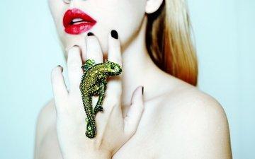 hand, girl, lizard, ring, lips, chameleon, red lipstick, bare shoulders