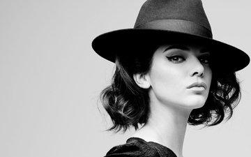 девушка, брюнетка, взгляд, чёрно-белое, модель, лицо, макияж, шляпа, кендалл дженнер