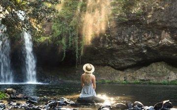 река, природа, камни, девушка, платье, блондинка, водопад, поток, одиночество, шляпа